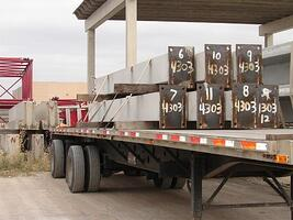 Flat trailer with columns