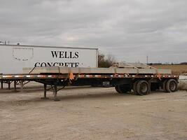 Flat Trailer with one wall panel and a column